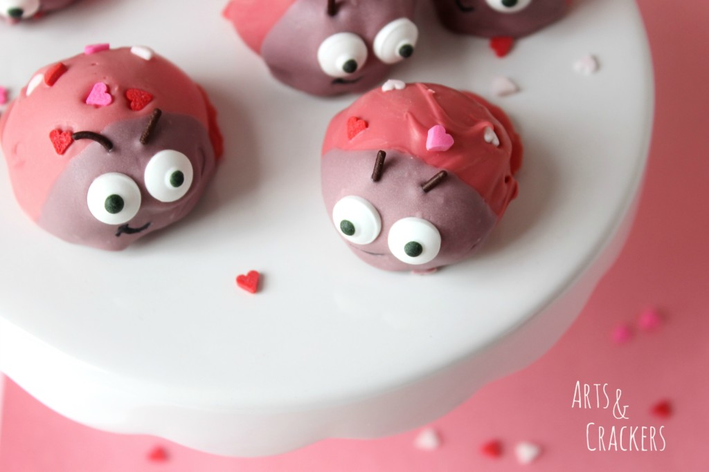 sandwich-cookie-balls-love-bugs-from-arts-and-crackers