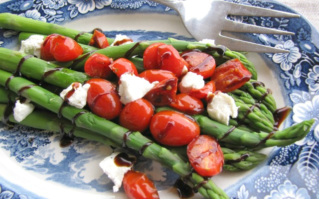 Asparagus with Balsamic Tomato Sauce