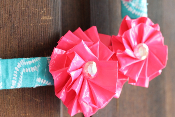 duct-tape-flowers-wreath-014