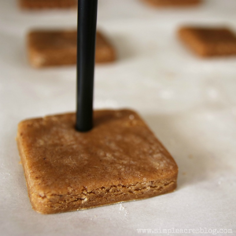 shaping-gingerbread-ornaments