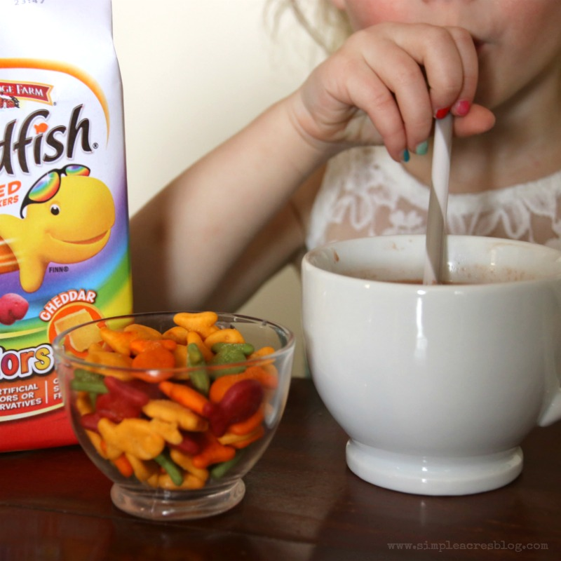 snack-time-with-goldfish
